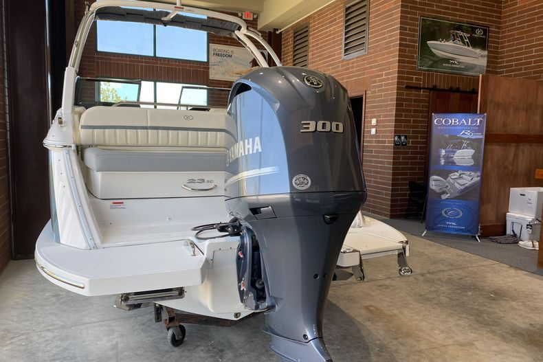 Thumbnail 4 for New 2021 Cobalt 23SC boat for sale in West Palm Beach, FL