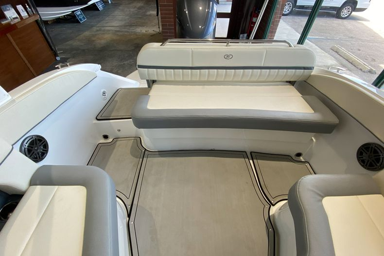 Thumbnail 9 for New 2021 Cobalt 23SC boat for sale in West Palm Beach, FL