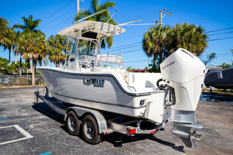Thumbnail 7 for Used 2019 Mako 234 CC boat for sale in West Palm Beach, FL