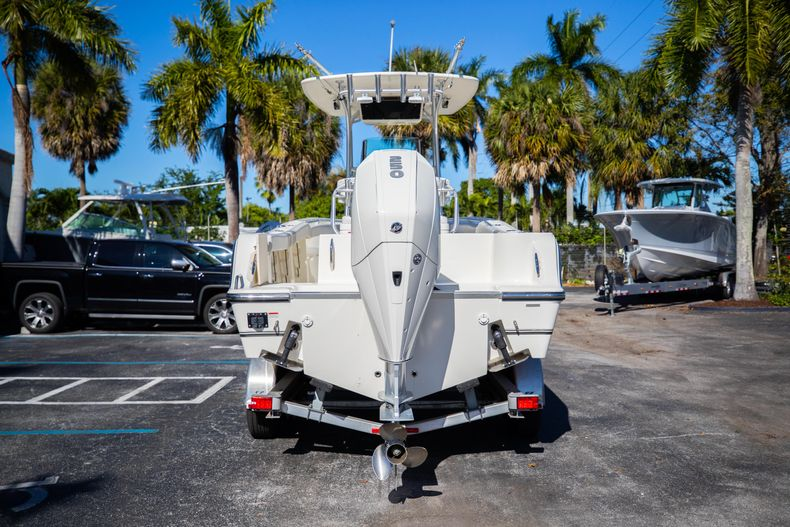 Thumbnail 9 for Used 2019 Mako 234 CC boat for sale in West Palm Beach, FL