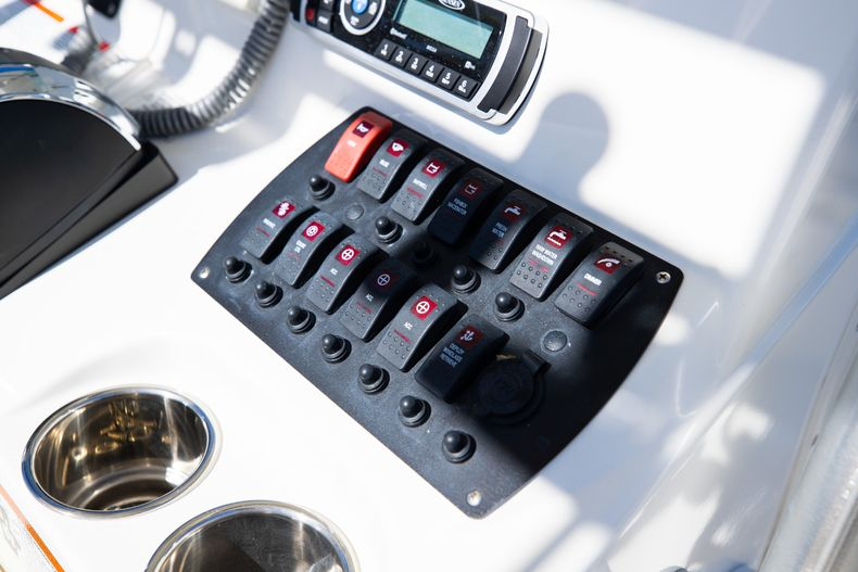 Thumbnail 33 for Used 2019 Mako 234 CC boat for sale in West Palm Beach, FL