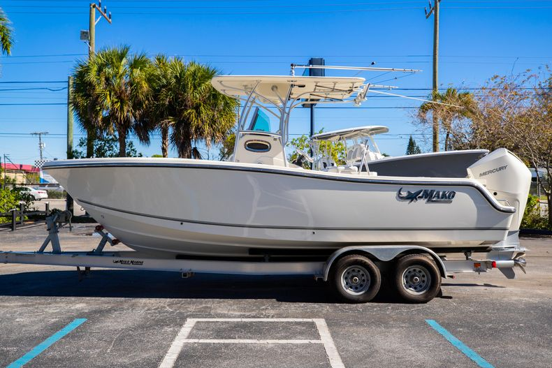 Thumbnail 6 for Used 2019 Mako 234 CC boat for sale in West Palm Beach, FL
