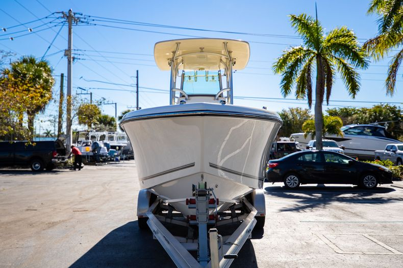 Thumbnail 3 for Used 2019 Mako 234 CC boat for sale in West Palm Beach, FL