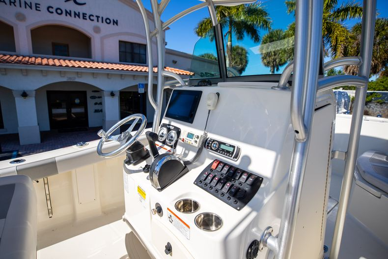 Thumbnail 32 for Used 2019 Mako 234 CC boat for sale in West Palm Beach, FL