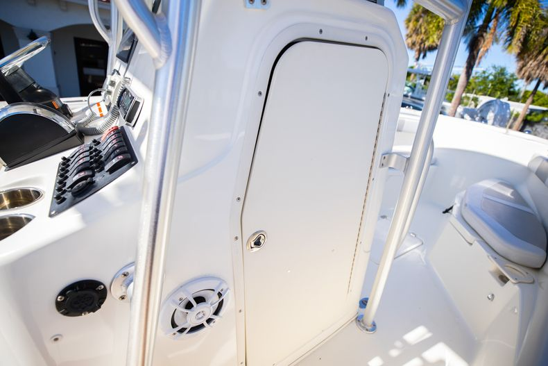 Thumbnail 44 for Used 2019 Mako 234 CC boat for sale in West Palm Beach, FL
