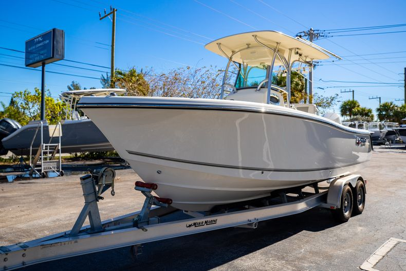 Thumbnail 4 for Used 2019 Mako 234 CC boat for sale in West Palm Beach, FL