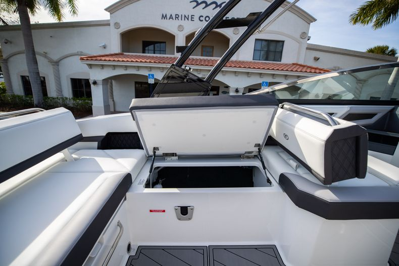 Thumbnail 31 for New 2021 Cobalt R6 boat for sale in Miami, FL