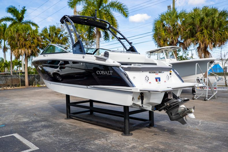 Thumbnail 10 for New 2021 Cobalt R6 boat for sale in Miami, FL
