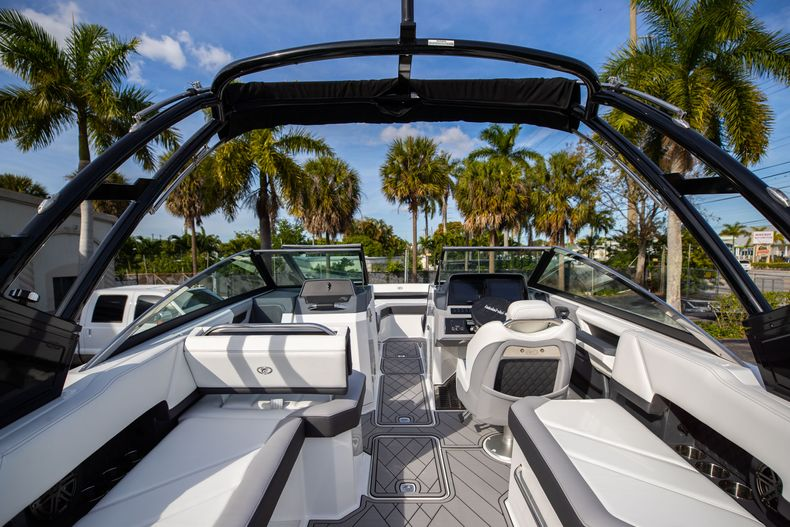 Thumbnail 22 for New 2021 Cobalt R6 boat for sale in Miami, FL