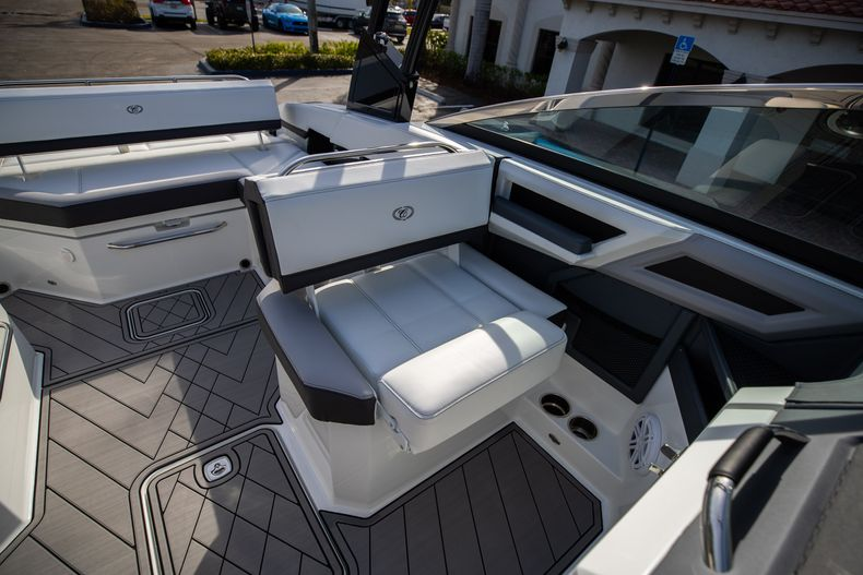 Thumbnail 48 for New 2021 Cobalt R6 boat for sale in Miami, FL