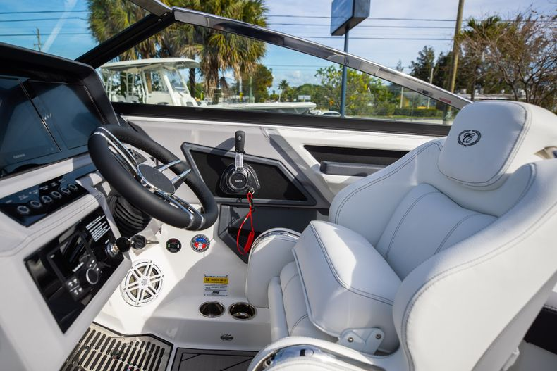 Thumbnail 38 for New 2021 Cobalt R6 boat for sale in Miami, FL