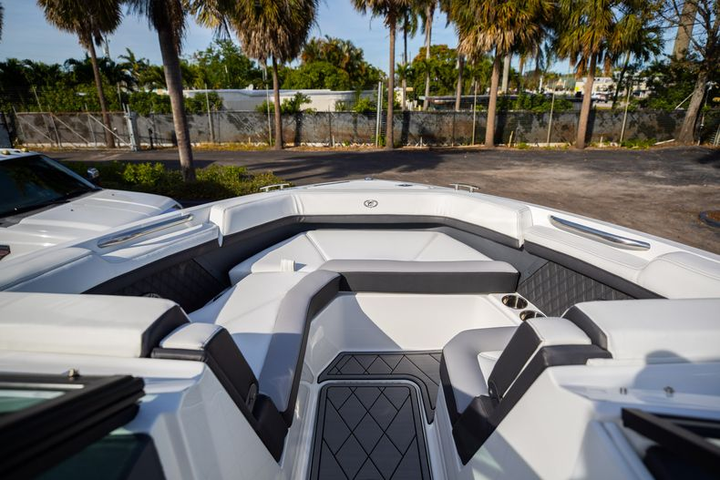 Thumbnail 54 for New 2021 Cobalt R6 boat for sale in Miami, FL