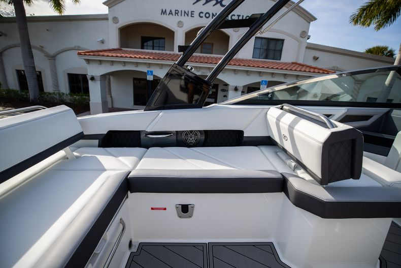 Thumbnail 30 for New 2021 Cobalt R6 boat for sale in Miami, FL
