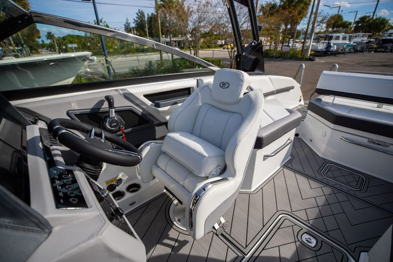Thumbnail 42 for New 2021 Cobalt R6 boat for sale in Miami, FL