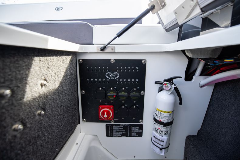 Thumbnail 32 for New 2021 Cobalt R6 boat for sale in Miami, FL