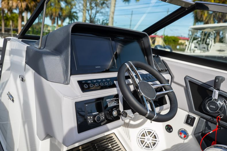 Thumbnail 37 for New 2021 Cobalt R6 boat for sale in Miami, FL