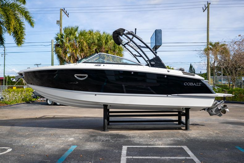 Thumbnail 8 for New 2021 Cobalt R6 boat for sale in Miami, FL
