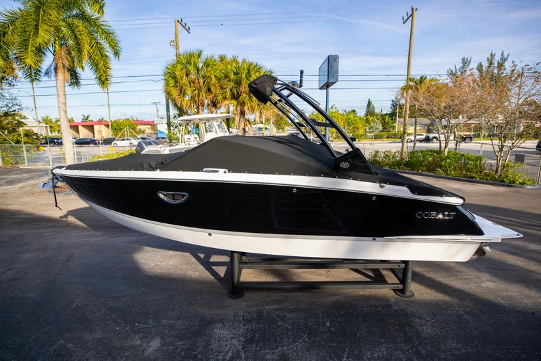Thumbnail 9 for New 2021 Cobalt R6 boat for sale in Miami, FL