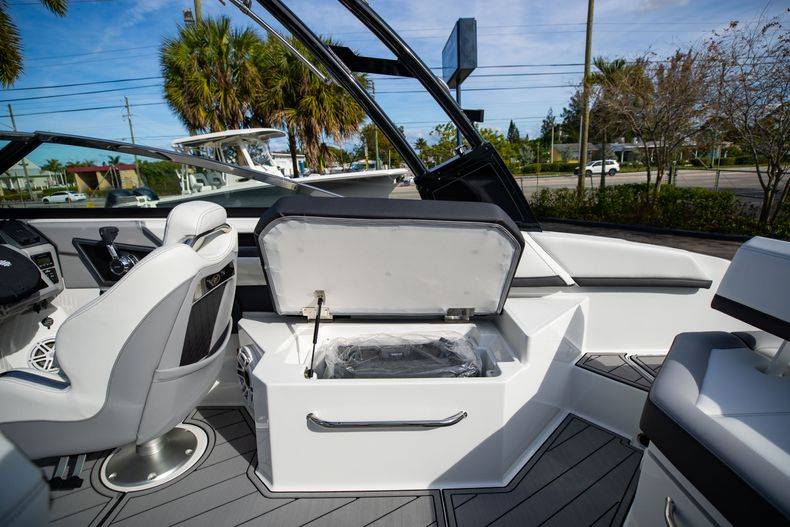 Thumbnail 28 for New 2021 Cobalt R6 boat for sale in Miami, FL