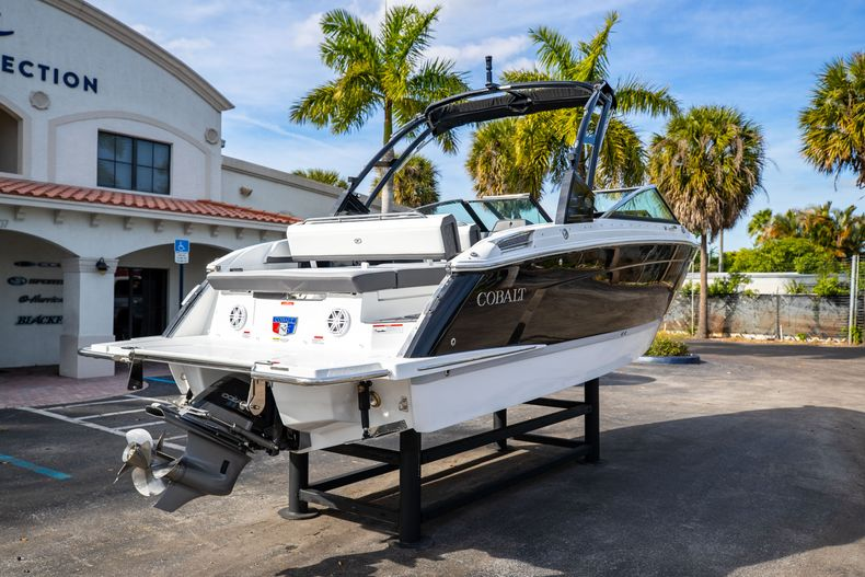 Thumbnail 14 for New 2021 Cobalt R6 boat for sale in Miami, FL