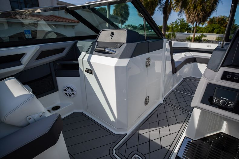 Thumbnail 45 for New 2021 Cobalt R6 boat for sale in Miami, FL