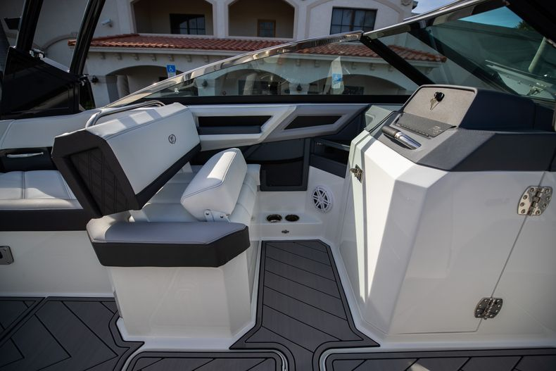 Thumbnail 44 for New 2021 Cobalt R6 boat for sale in Miami, FL