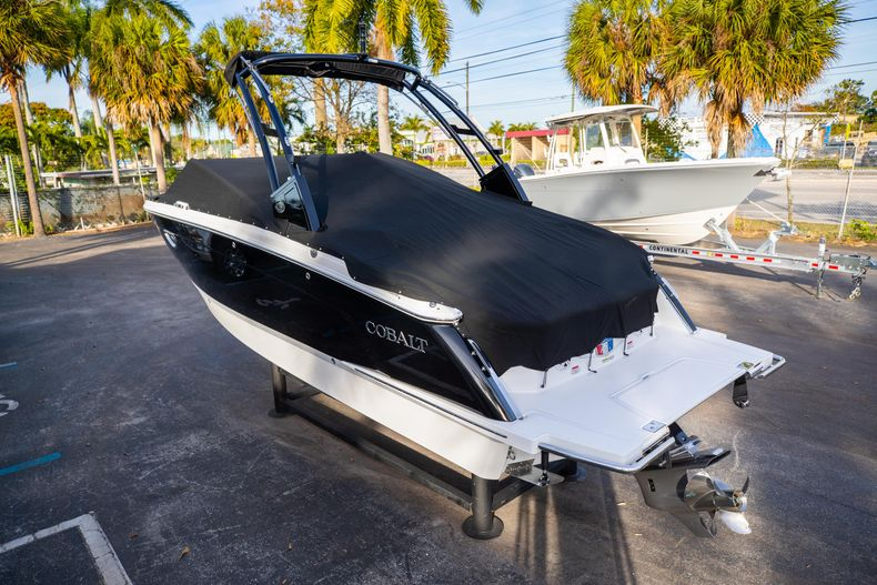 Thumbnail 11 for New 2021 Cobalt R6 boat for sale in Miami, FL
