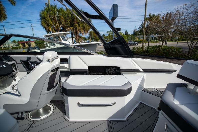 Thumbnail 27 for New 2021 Cobalt R6 boat for sale in Miami, FL