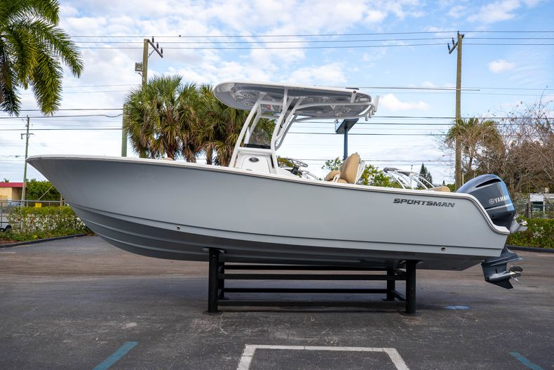 Thumbnail 6 for Used 2018 Sportsman Heritage 241 Center Console boat for sale in West Palm Beach, FL