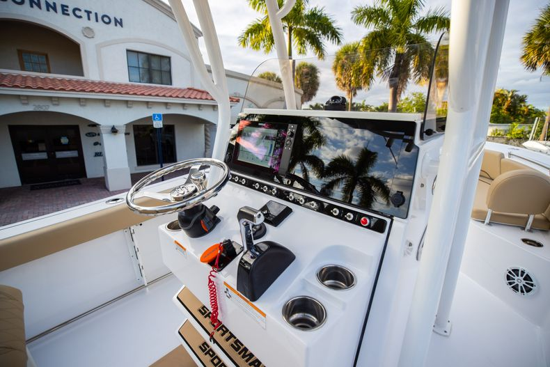 Thumbnail 25 for Used 2018 Sportsman Heritage 241 Center Console boat for sale in West Palm Beach, FL