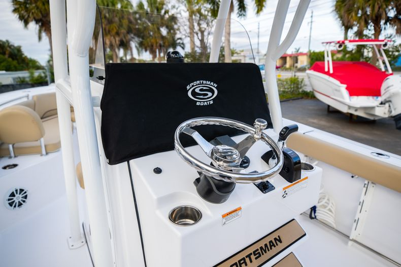 Thumbnail 32 for Used 2018 Sportsman Heritage 241 Center Console boat for sale in West Palm Beach, FL