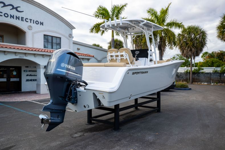 Thumbnail 10 for Used 2018 Sportsman Heritage 241 Center Console boat for sale in West Palm Beach, FL