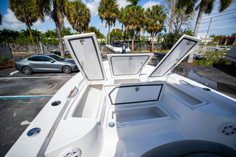 Thumbnail 35 for New 2021 Sportsman Masters 227 Bay Boat boat for sale in Vero Beach, FL