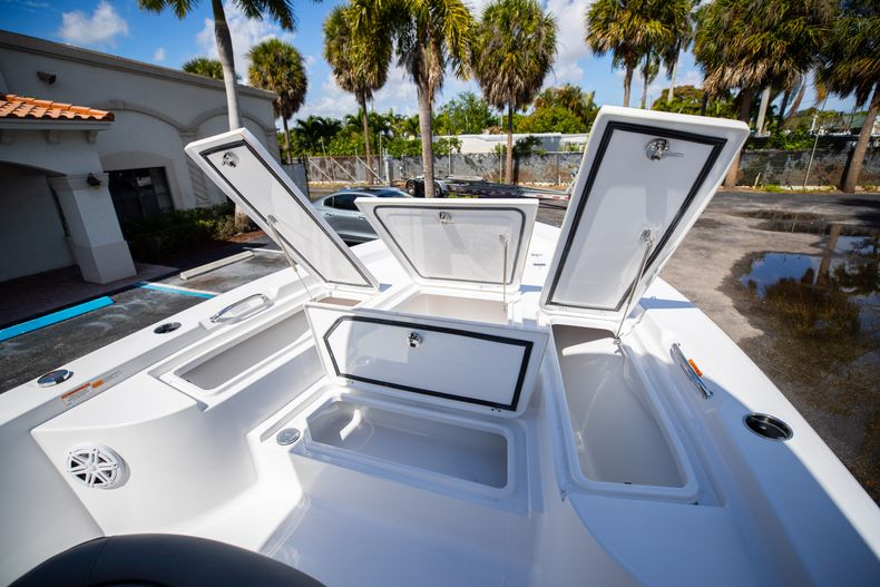 Thumbnail 33 for New 2021 Sportsman Masters 227 Bay Boat boat for sale in Vero Beach, FL
