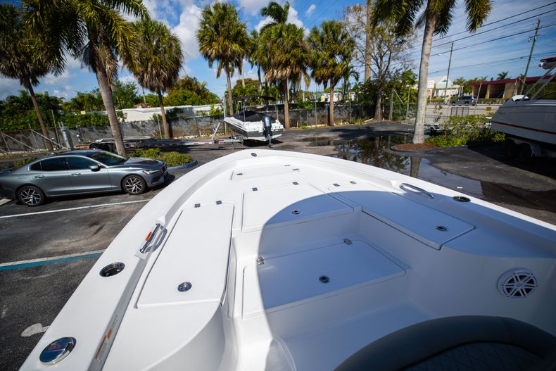 Thumbnail 34 for New 2021 Sportsman Masters 227 Bay Boat boat for sale in Vero Beach, FL