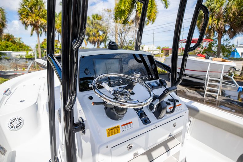 Thumbnail 25 for New 2021 Sportsman Masters 227 Bay Boat boat for sale in Vero Beach, FL
