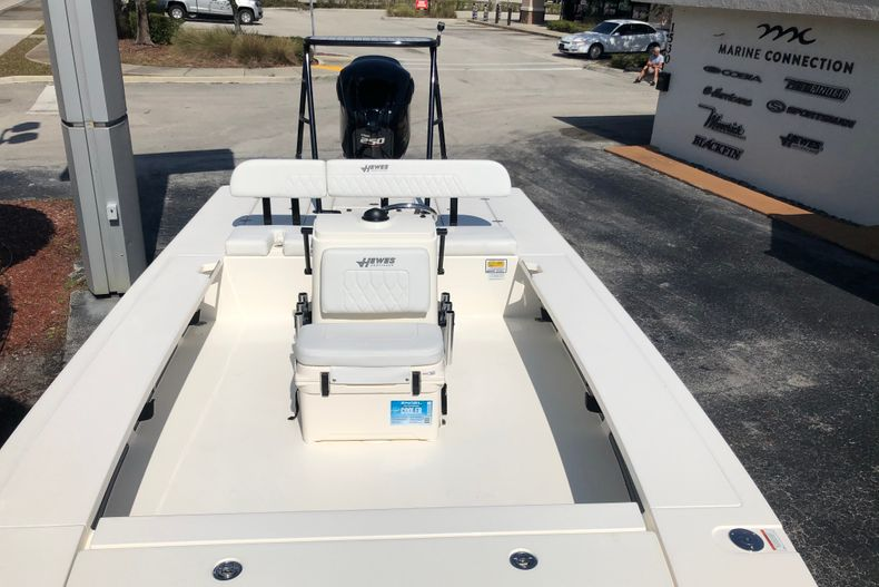 Thumbnail 14 for New 2021 Hewes Redfisher 21 boat for sale in Vero Beach, FL