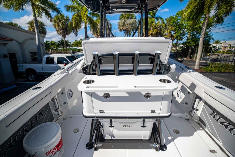 Thumbnail 20 for New 2021 Blackfin 252CC boat for sale in West Palm Beach, FL