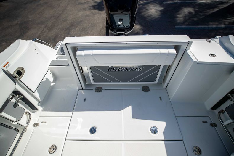 Thumbnail 15 for New 2021 Blackfin 252CC boat for sale in West Palm Beach, FL