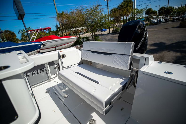 Thumbnail 12 for New 2021 Blackfin 252CC boat for sale in West Palm Beach, FL
