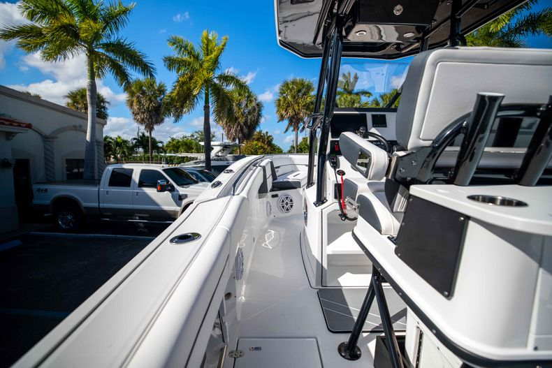 Thumbnail 22 for New 2021 Blackfin 252CC boat for sale in West Palm Beach, FL
