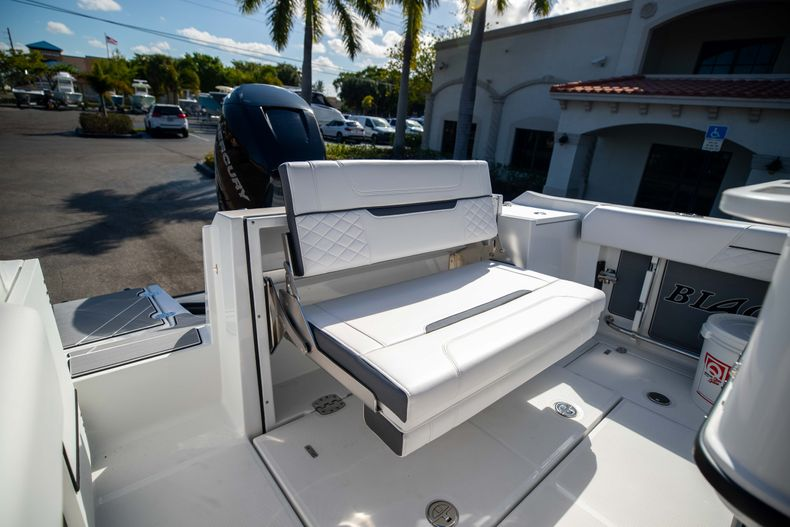 Thumbnail 10 for New 2021 Blackfin 252CC boat for sale in West Palm Beach, FL