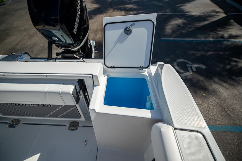 Thumbnail 14 for New 2021 Blackfin 252CC boat for sale in West Palm Beach, FL