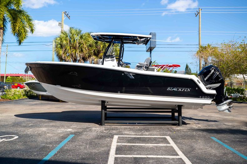 Thumbnail 4 for New 2021 Blackfin 252CC boat for sale in West Palm Beach, FL