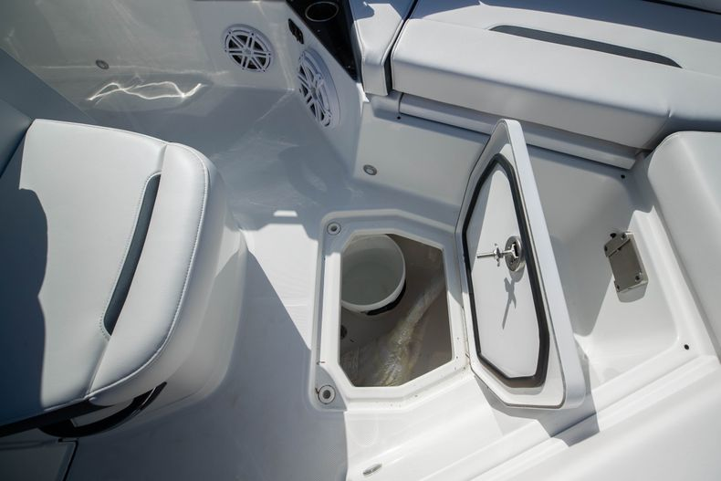 Thumbnail 40 for New 2021 Blackfin 252CC boat for sale in West Palm Beach, FL