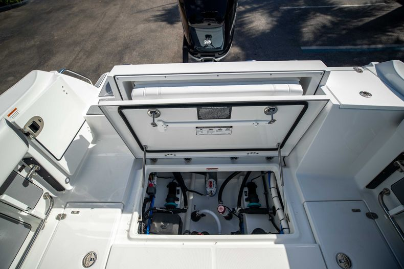 Thumbnail 16 for New 2021 Blackfin 252CC boat for sale in West Palm Beach, FL