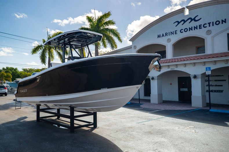 Thumbnail 1 for New 2021 Blackfin 252CC boat for sale in West Palm Beach, FL