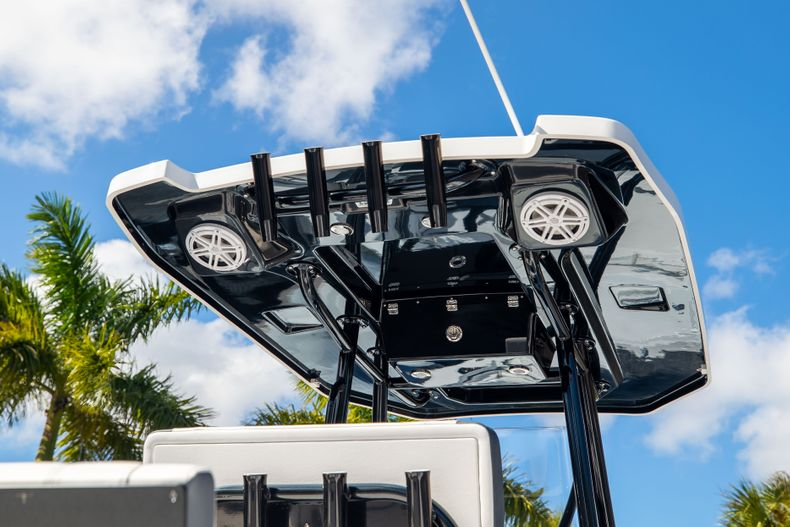 Thumbnail 8 for New 2021 Blackfin 252CC boat for sale in West Palm Beach, FL