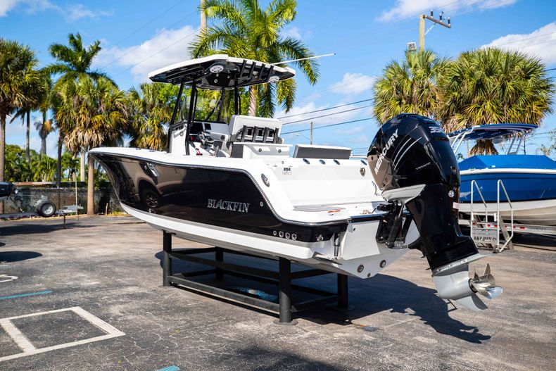 Thumbnail 5 for New 2021 Blackfin 252CC boat for sale in West Palm Beach, FL