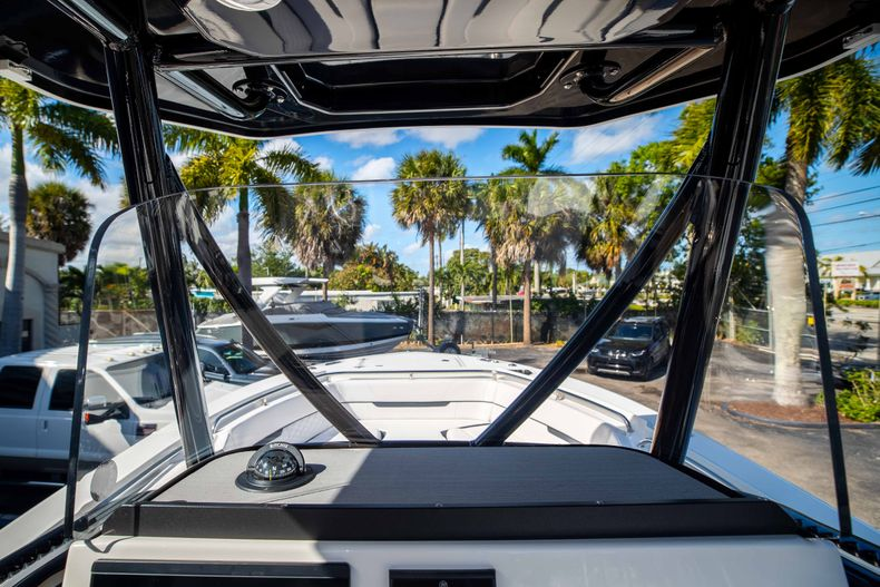 Thumbnail 29 for New 2021 Blackfin 252CC boat for sale in West Palm Beach, FL